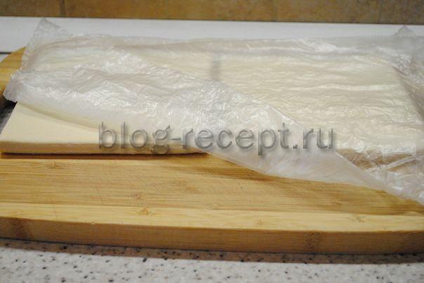 Пирожки из слоеного теста с куриным филе и луком в духовке - рецепт пошаговый с фото