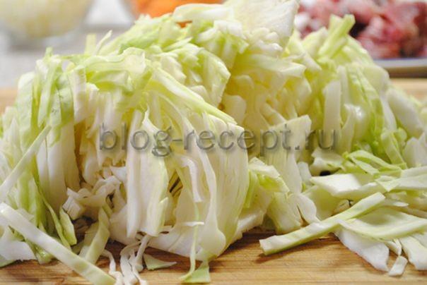 Жареный бигус из свежей капусты с зеленью - рецепт пошаговый с фото