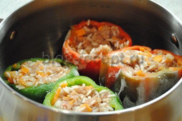 Перцы фаршированные мясом и рисом с подливкой