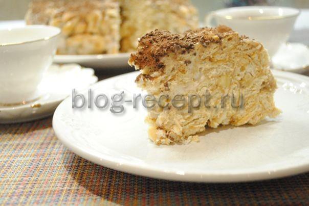 Торт с бананами и сметаной без выпечки