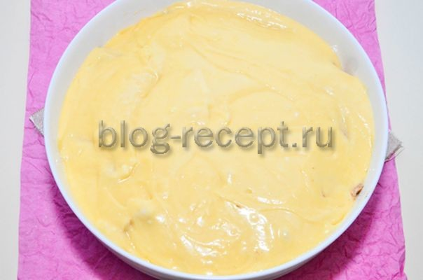 Шарлотка с яблоками на молоке и яйцах в духовке