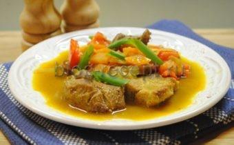 свинина в соусе карри с овощами