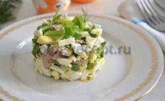 салат из печени трески классический рецепт с яйцом и зеленым луком