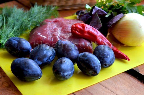 Оладьи с половинками слив на сковороде - рецепт пошаговый с фото