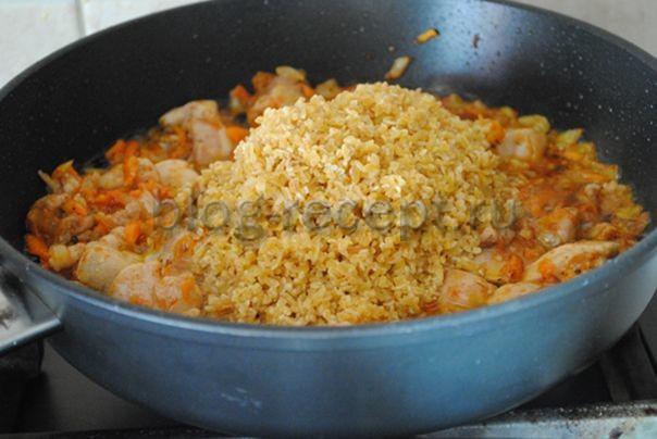 Булгур с курицей на сковороде - рецепт пошаговый с фото