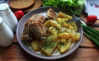 ребрышки свиные в мультиварке с картошкой