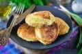 ленивые пирожки с яйцом и зеленым луком за 10 минут