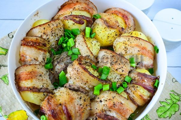 Картофель с беконом и чесноком в фольге, пошаговый рецепт с фото