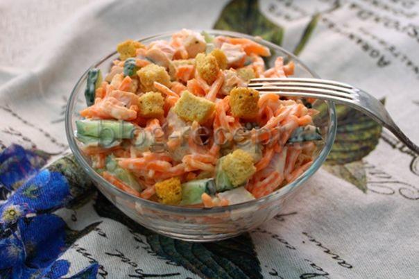 салат с корейской морковкой курицей и свежим огурцом