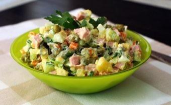 салат оливье рецепт классический с колбасой со свежим огурцом