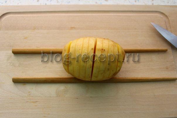 Картофель запеченный с беконом и сыром гармошкой