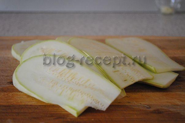 Рулетики из кабачков, плавленого сыра и чеснока - рецепт пошаговый с фото