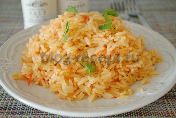рис с помидорами и луком