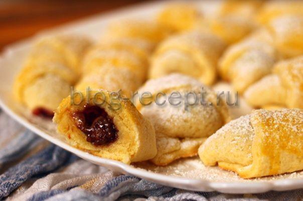 Рогалик с вишнёвым джемом - рецепт пошаговый с фото