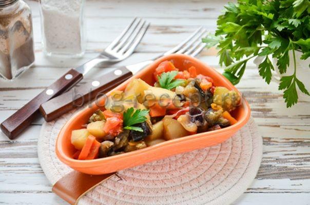 овощное рагу с кабачками баклажанами и картошкой рецепт с фото