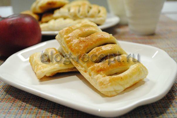 пирожки из слоеного теста в духовке с яблоками