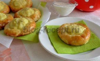 Домашние дрожжевые ватрушки с начинкой из картофеля