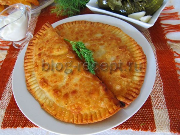 Чебуреки с мясом сыром и помидорами