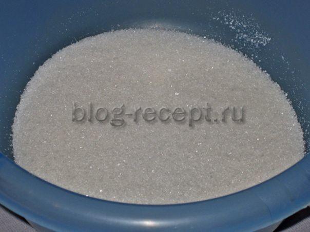 сахар в миске