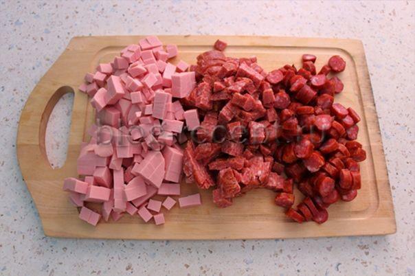 добавить колбасы
