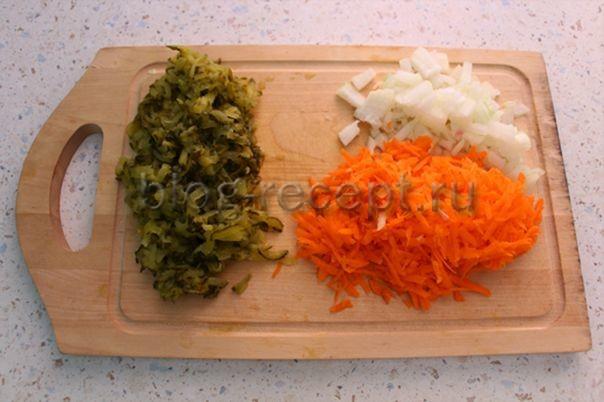 морковь, лук и огурцы