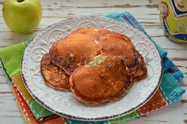 пышные оладьи на кефире без яиц с добавлением яблока