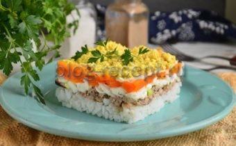 салат мимоза с консервой и рисом
