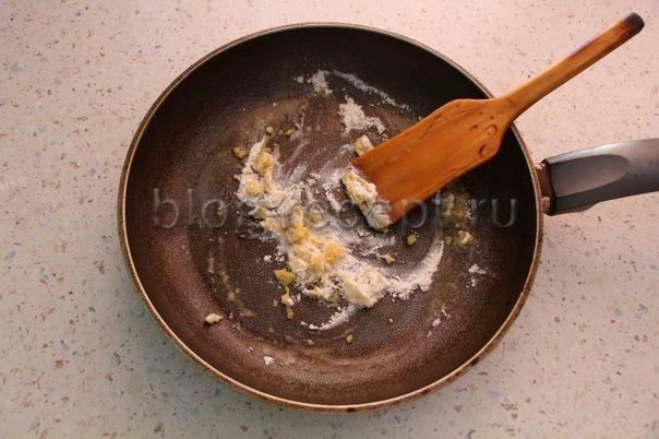 Подлива с мясом к гречке по пошаговому рецепту 🥣 с фото