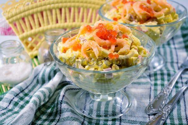 салат с кальмарами и креветками и крабовыми палочками