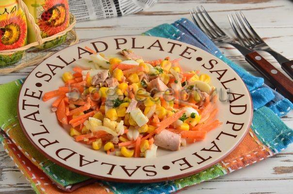 салат с кукурузой и тунцом
