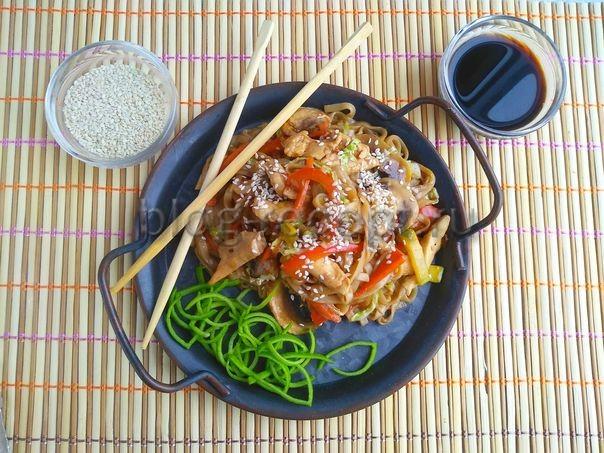 удон с курицей и овощами рецепт с фото