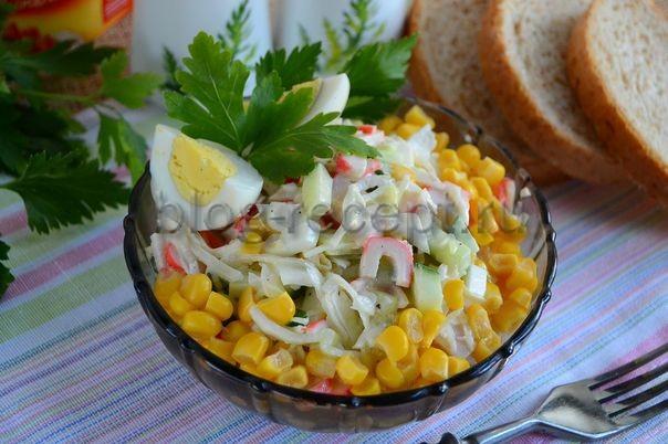 салат с капустой крабовыми палочками и кукурузой