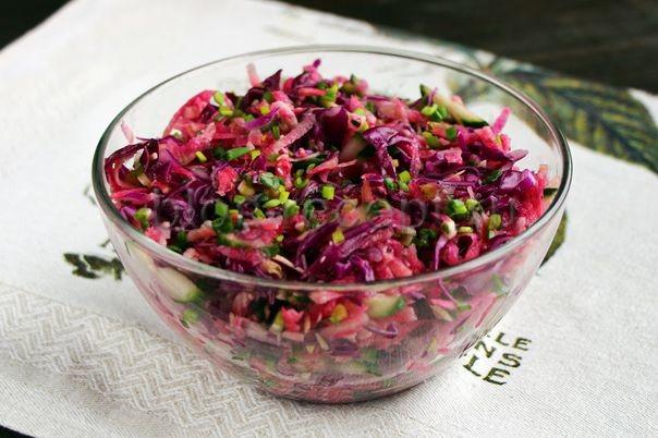 салат с черемшой, капустой и редькой