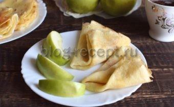 Уютнее всех домашних запахов - ароматы блинов с яблочным припеком. Вы только посмотрите, как просто готовится этот шедевр семейных чаепитий! Для истинных ценителей блинов, яблок, а также быстрых десертов - три рецепта на выбор.