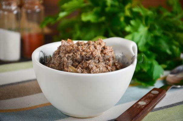 Улучшить вкусное - это значит его разнообразить. Грибная подливка просто создана для совершенствования мясных блюд и быстрых обедов без мяса. Ведь ею можно заправить любой гарнир, полить битки, мясной рулет, курицу.