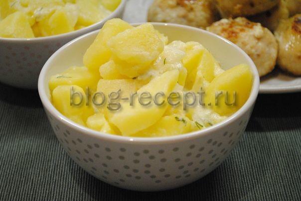 Картошка в сметане на сковороде