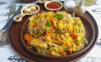 рагу овощное с капустой и с картошкой и с мясом