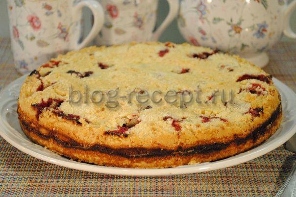 насыпной пирог с клубникой и творогом