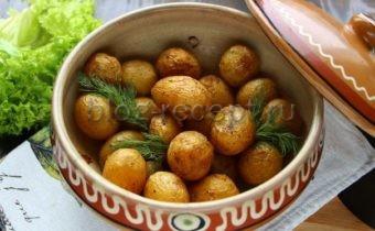 молодой картофель в кожуре запеченный в духовке