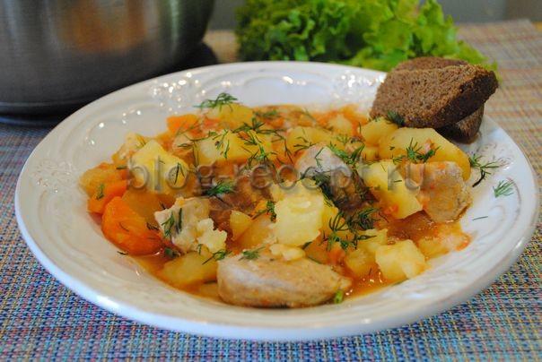 тушеная картошка со свининой в кастрюле