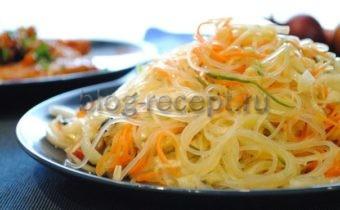 Китайский салат с овощами и фунчозой