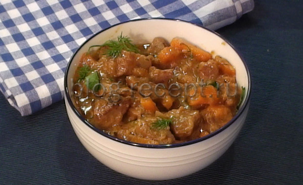 Говядина тушеная с луком и морковью