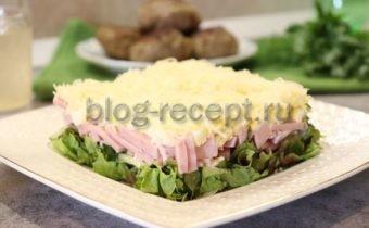 салат с ветчиной и сыром и огурцами