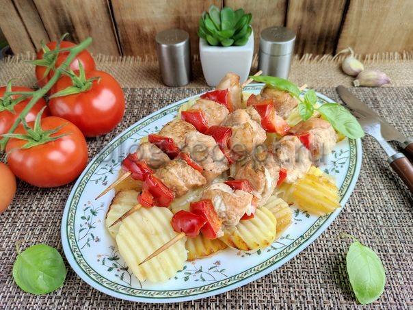 шашлык из курицы с овощами на шпажках в духовке