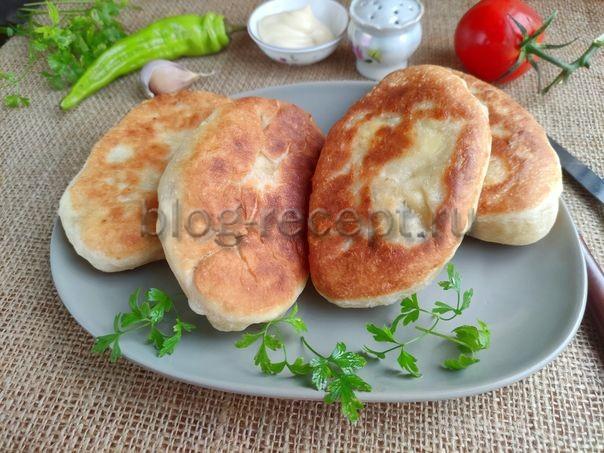 Пирожки с рисом и яйцом жареные на сковороде